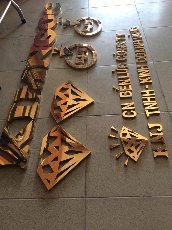 chữ biển quảng cáo bằng inox vàng gương